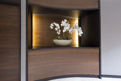 Blumendekoration in der Hotellobby Lizenzfreies Stockbild