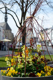 Blumendekoration am Marktplatz lizenzfreies stockbild