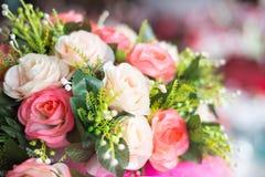 Blumendekorationen in der Hochzeit Lizenzfreie Stockfotografie