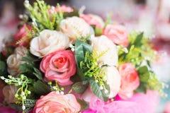 Blumendekorationen in der Hochzeit Stockfotografie