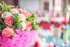 Blumendekorationen in der Hochzeit Stockbild