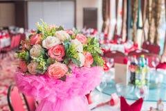 Blumendekorationen in der Hochzeit Stockfotos