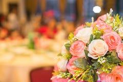 Blumendekorationen in der Hochzeit Lizenzfreie Stockfotos