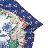 Blumendruckhemden der Männer Stockfotos