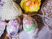 Blumenfee Easteregg-Holzhintergrund Lizenzfreie Stockfotos