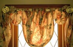 Blumenfensterbedeckung Stockbild