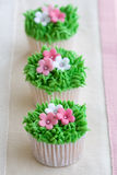 Blumengartenkleine kuchen Lizenzfreie Stockfotografie