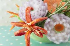 Blumengeformter Gemüsesalat Lizenzfreies Stockbild