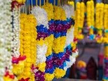 Blumengirlanden in Kuala Lumpur, Malaysia Stockbild