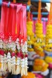 Blumengirlandengirlanden in Thailand Stockbilder