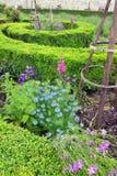 Blumengrenzfranzösische Art, Tuileries-Garten Lizenzfreie Stockfotos