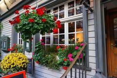 Blumenhäuser in Monschau Stockbild