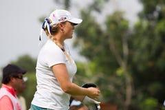 Blumenherst betrachtet auf ihrer Kugel LPGA Malaysia Lizenzfreie Stockbilder