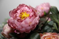 Blumenhintergrund Artificia Blumen Bunter Blumenstrauß von künstlichen Blumen Lizenzfreie Stockfotografie