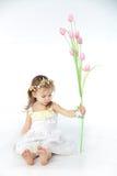 Blumenkleid des kleinen Mädchens im Frühjahr Stockbilder