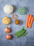 Blumenkohl-Karotten-Zwergbohnen Zuckermais und Zwiebel lizenzfreies stockfoto