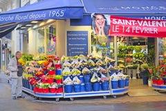 Blumenladen in der Mitte von Paris Lizenzfreie Stockbilder