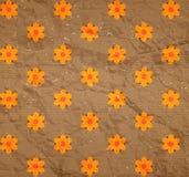 Blumenmuster auf der Pappe Stockbild