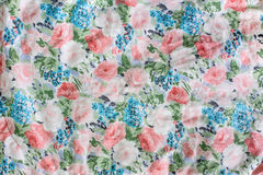 Blumenmuster auf Gewebe Stockfotografie