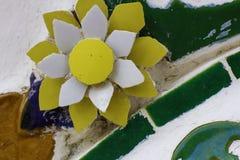 Blumenmuster gemacht von den Fliesen stockbilder