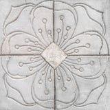 Blumenmuster geschnitzter Gray Tile Lizenzfreies Stockbild