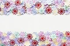 Blumenmusterbeschaffenheit und -hintergrund der Stickerei bunte für Stockfotos