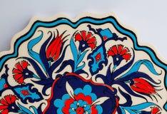 Blumenmusterhintergrund des keramischen Topfes in einer Art von türkischen historischen Fliesen Kopierte Beschaffenheit von altmo Lizenzfreie Stockfotos
