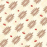 Blumennahtloses Muster der ebereschenblätter und -beeren Stockfoto