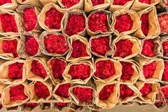 Blumensträuße der roten Rosen Stockbilder