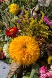 Blumensträuße von Blumen und von Kräutern Lizenzfreies Stockfoto