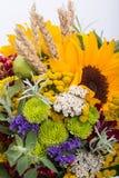 Blumensträuße von Blumen und von Kräutern Lizenzfreie Stockfotografie