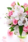 Blumenstrauß Alstroemeria und stieg Lizenzfreies Stockbild
