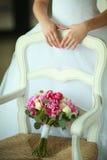 Blumenstrauß auf dem Stuhl Lizenzfreies Stockbild