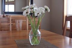 Blumenstrauß auf der Tabelle Lizenzfreie Stockfotografie