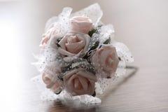 Blumenstrauß auf der Tabelle Lizenzfreies Stockfoto
