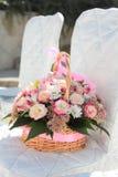 Blumenstrauß auf Stuhl Stockbilder