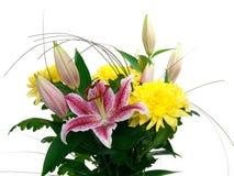 Blumenstrauß-Chrysantheme und Lilien stockbild