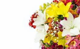 Blumenstrauß der Blumen auf weißem Hintergrund Kopieren Sie Platz Postkarte mit Platz für Glückwünsche Stockbilder