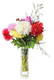 Blumenstrauß der Blumen in einem Kristallvase lizenzfreie stockfotos