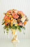Blumenstrauß der Blumen mit weißem backgrond Stockbild