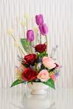 Blumenstrauß der Blumen mit weißem backgrond Lizenzfreie Stockfotografie
