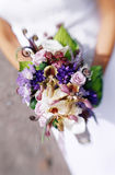 Blumenstrauß der Braut stockfotografie