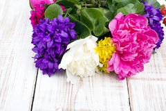 Blumenstrauß der bunten Blumen Stockfoto