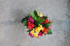 Blumenstrauß der bunten Rosen Lizenzfreie Stockbilder