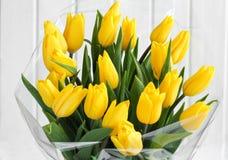 Blumenstrauß der gelben Tulpen stockbilder