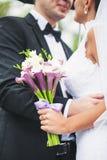 Blumenstrauß in der Hand Stockfoto