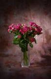 Blumenstrauß der kleinen rosafarbenen Rosen Stockbilder