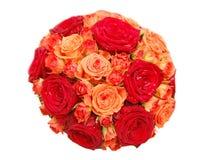 Blumenstrauß der orange und roten Rosen Stockfotos