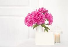 Blumenstrauß der rosafarbenen Pfingstrosen Stockfotografie