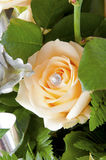 Blumenstrauß der Rosen und der silbernen Lachse Stockbilder